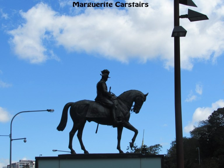 The design of the King George V bronze equestrian statue with its two lions, was the result of an Australian wide competition.