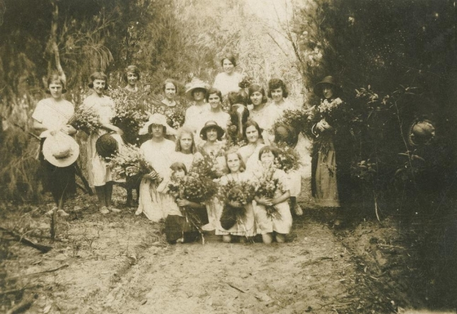 Gathering-wildflowers-on-Russell-Island-Queensland-1924